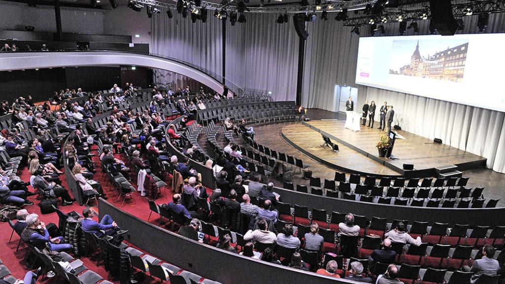 Am Freitag und Samstag besprachen 700 Zahnärztinnen und Zahnärzte im Berner Kursaal am 4. Schweizer Implantat-Kongress das Thema «Komplikationen in der Implantologie: Ursachen, Therapie und Prävention»