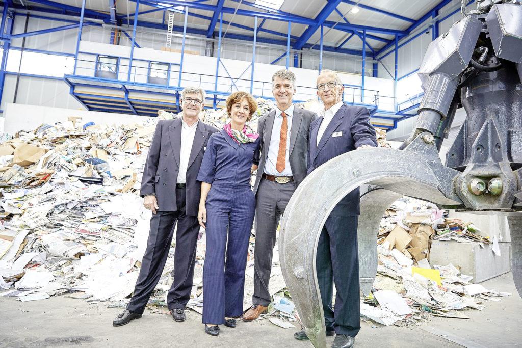 v.l.: Dario Balmelli (VR-Delegierter Groupe BAREC), Ursula Wyss (Gemeinderärtin und Tiefbaudirektorin), Alec von Graffenried (Stadtpräsident) und Ulrich Egger (Projektleiter Gesamtgebäude, Groupe BAREC)