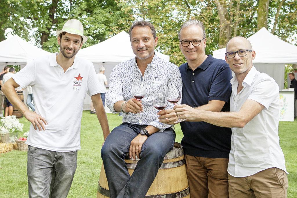 Das Organisationskomitee von «Jardins des Vins» in Bern, v.l.: Claude Charvet (Direktor Vereinigung der Weinkellereien von Sion), Patrice Walpen (OK Präsident, Chai du Baron), Niklaus Wittwer (Produzent Sion) und Marek Moos (Marketingdirektor Maison Gilliard)