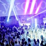 Weiss ist das neue Farbig: An der Mykonos-Party herrscht ein strikter Dresscode. Nur wer weisse Kleidung trägt, darf im Kursaal an der Party des Jahres mitfeiern.