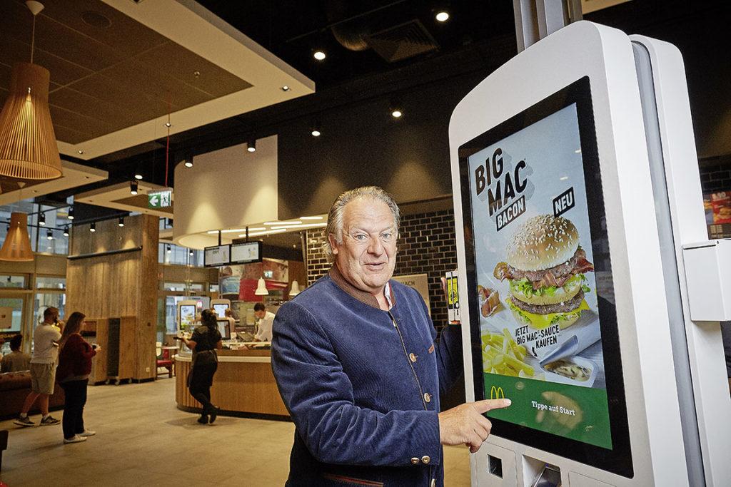 Kurt Dallmaier freuts: Am «Kiosk» kann man den Burger nun selber gestalten.