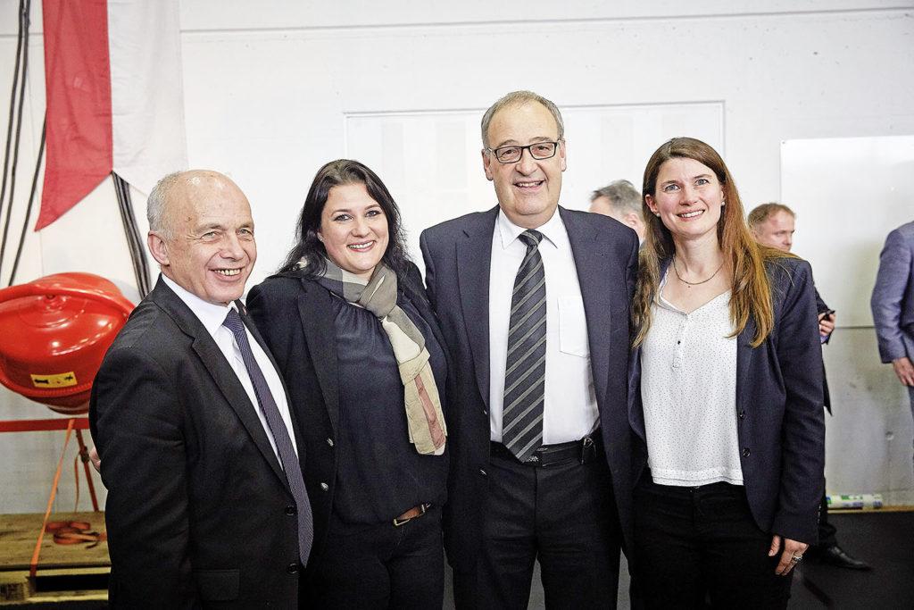 (v.l.): Ueli Maurer (Bundesrat), Andrea Gschwend-Pieren (Grossrätin), Guy Parmelin (Bundesrat) und Nadja Pieren (Nationalrätin)
