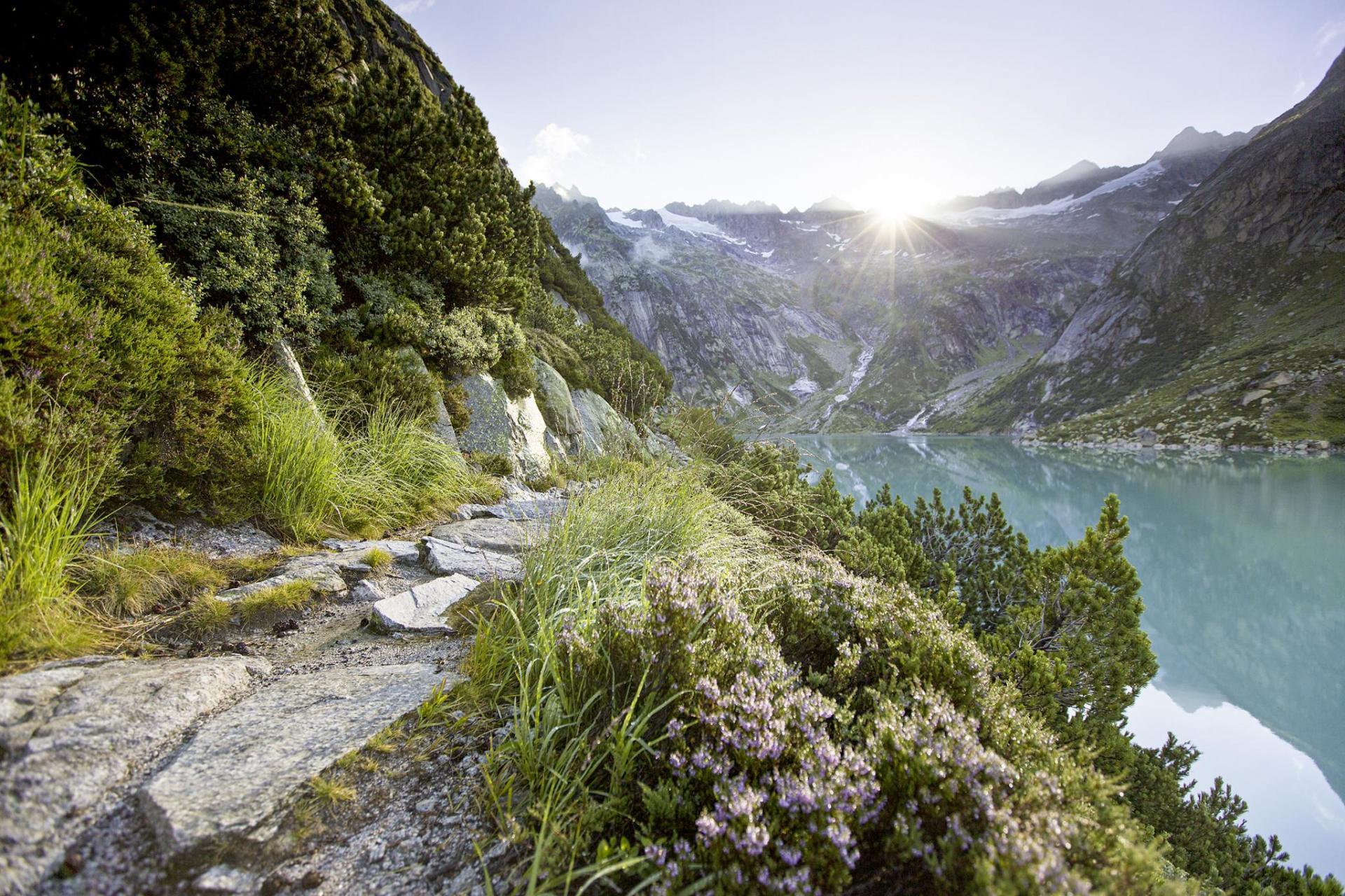 Wasser und Berge mit Nervenkitzel